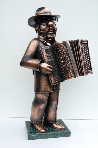 Композиция Аккорденнист. Скульптура из листовой меди. Выс.60см Материал -медь , мрамор.