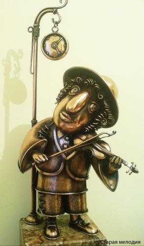 """Композиция """"Старая мелодия"""". Скульптура из листовой меди. Выс. 50см. Материал - медь, мрамор."""