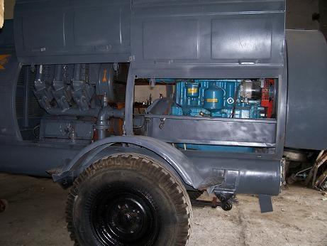 Компрессор ПКСД 5,25, с дизельным двигателем Д 242 на шаси.