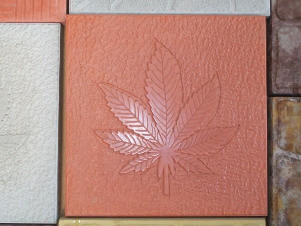 Конопляный лист 11 шт. на 1 кв. м размер 30*30 толщина 3,0 см цвета:желтый, черный, красный, коричневый, серый и мрамор