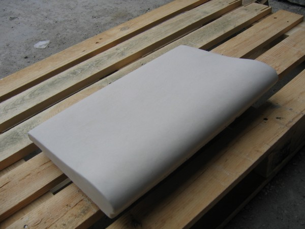Копинговый (бортовой) камень для бассейнов 320х500.
