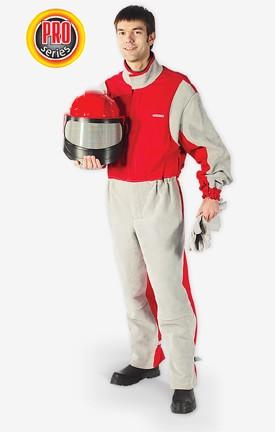 Костюм пескоструйщика профессиональный и кожаные перчатки защищают оператора от пыли и от рикошета абразива.