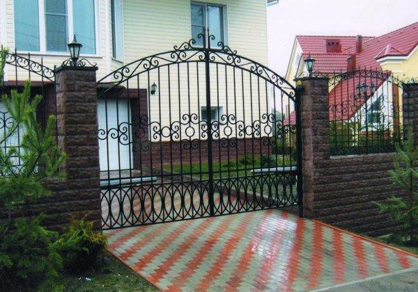 Ворота для загородного дома (решётчатые, сплошные, кованые)