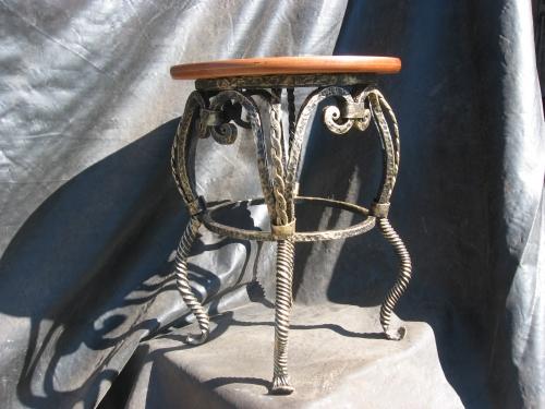 Кованая мебель, табурет кованый.