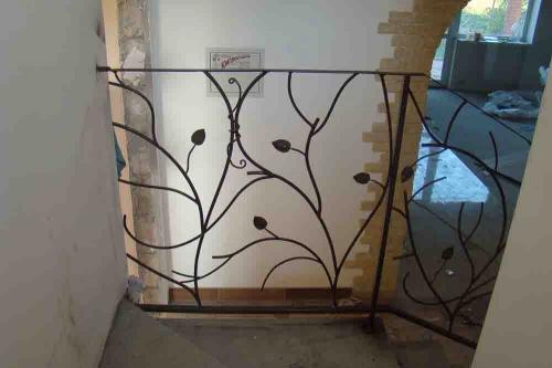 Кованые мангалы, перила, оградки, заборы, решетки, арки, мебель с элементами ковки. Разумные цены.