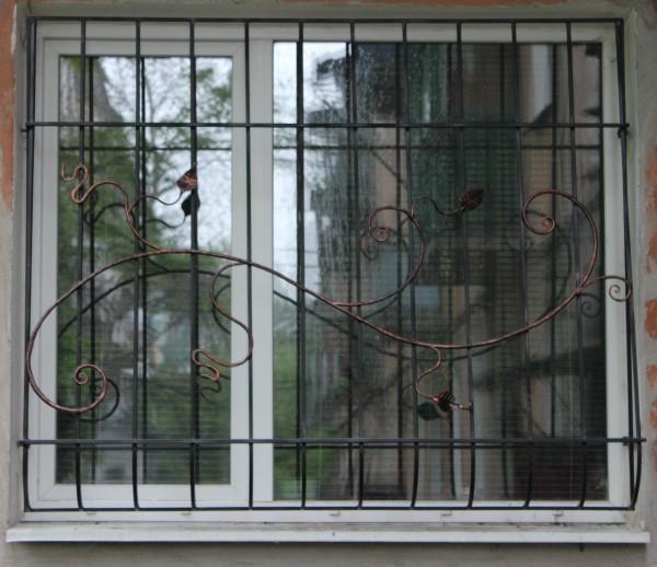 Кованые металлические оконные решетки