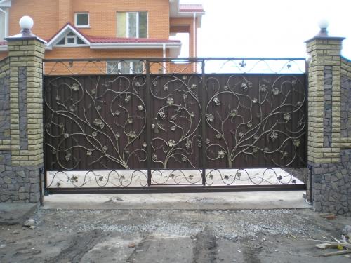 Кованые откатные ворота Виноградная лоза