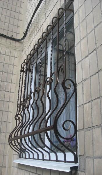 Кованые решетки на окна в Днепропетровске. Цена и условия поставки кованых изделий от кузнечной мастерской Live Metall