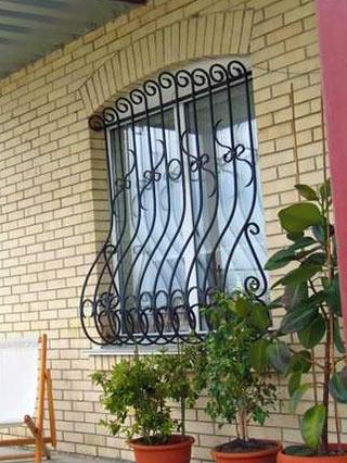 Кованые решетки на окна. Изготовление, доставка и монтаж.