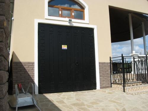 Кованые ворота и калитки. Ограждения, оградки. Доставка, установка.