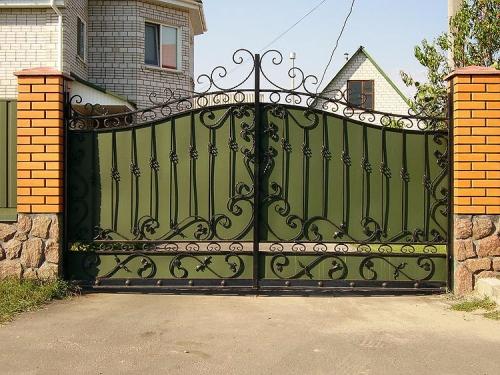 Кованые ворота, калитки любой сложности - изготовление, доставка и монтаж.