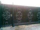 кованые ворота зашиты листом