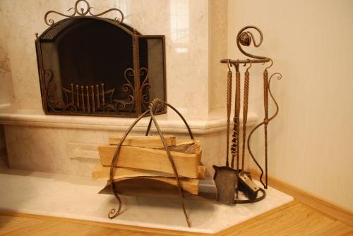 Кованные каминные наборы. (решетки, корзина для дров, набор принадлежностей).