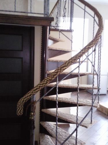 Кованные лестницы, лестницы металлические, перила, балясы