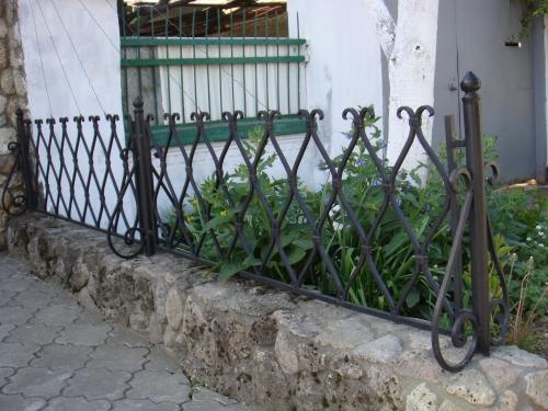 Кованные ворота, заборы, ограждения любой сложности