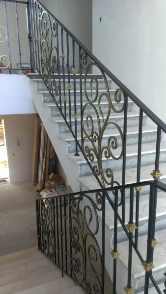 Ковка в интерьере, лестница в доме. Индивидуальный дизайн.