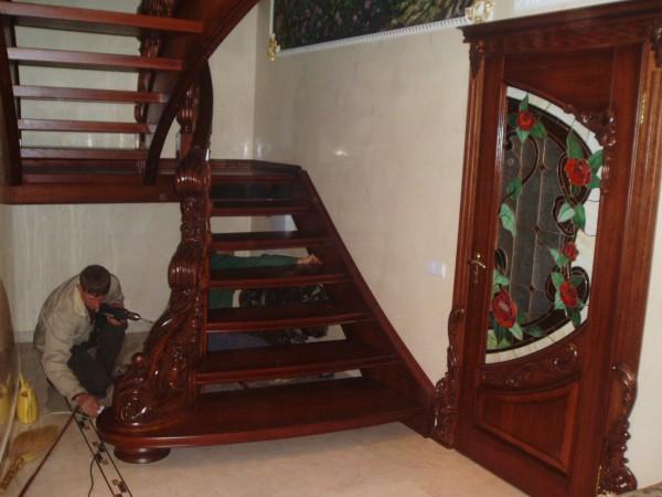 Красивые лестницы из массива Дуба