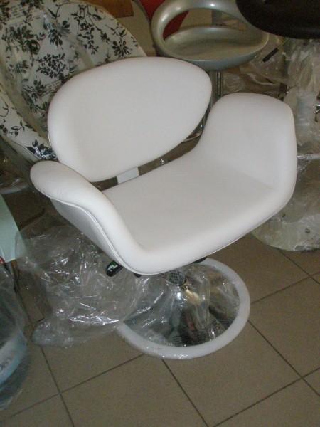 Кресло Студио кожзам белый, черный, хром, Кресло Студио, регулируется по высоте, сидение обито искусственной кожей.