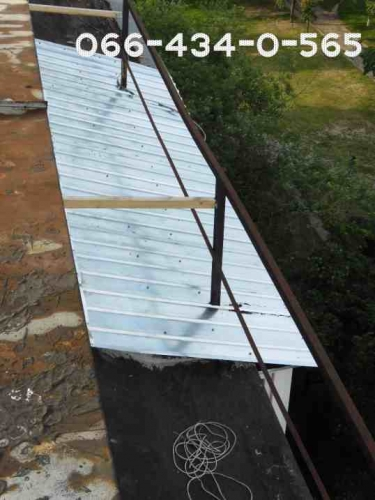 Крыша балкона скатная над бетонным козырьком. Работа плюс материал.