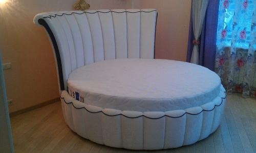 Кровать круглая Елизавета изготовлена по индивидуальному заказу.