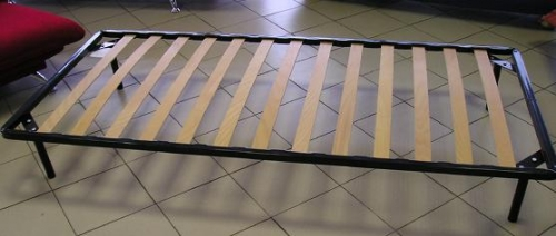 Кровать металлическая ламелевая