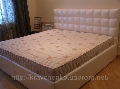 Кровать с мягким изголовьем Леди изготовленная по индивидуальному заказу