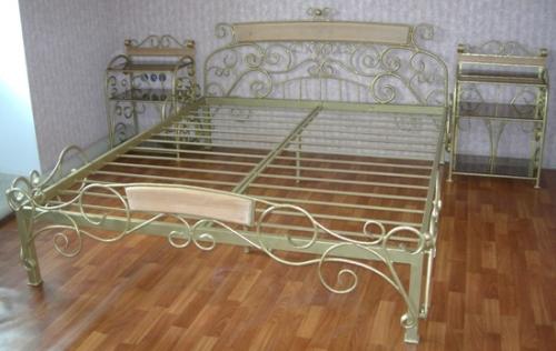 Кровать с прикроватными тумбочками и банкеткой в ассортименте