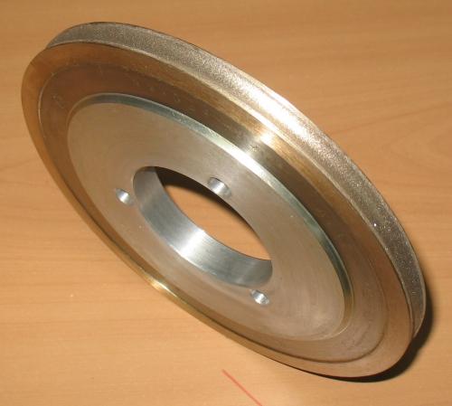 Круг плоский шлифовальный с полукругло-вогнутым профилем 14F6V для обработки технического стекла толщиной 6 мм,