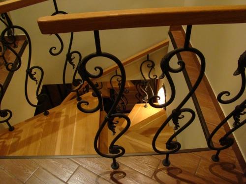 Лестница кованая (стойки)по индивидуальному эскизу