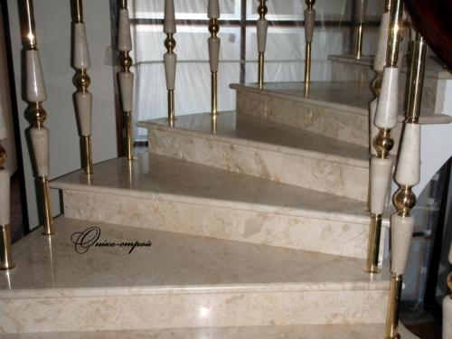 Лестница мраморная винтовая