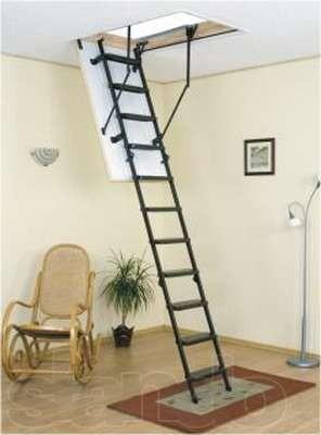 Лестница с металической основой и деревяными ступеньками. Высота помещения до 2,65м. Коробка 80*70 см.