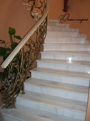 Лестница винтовая мраморная Banswara White