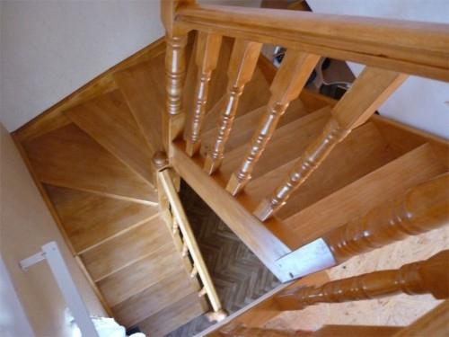 """Лестница""""KALIPS O DUBLE MIDLE""""с разворотом на 180град. с шестью забежными ступенями, выс.3м ш.85см клен"""
