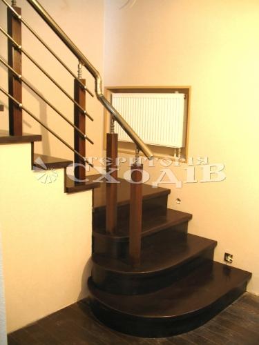 Лестницы бетонные, на каркасе, винтовые, на больцах, ступени дубовые, перила с дубовыми балясинами