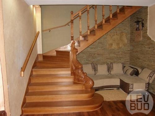 Лестницы деревянные закрытые, лакированные. Экологически чистое дерево-бук, дуб, ясень. Гарантия-5 лет.