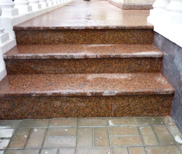 Лестницы гранитные