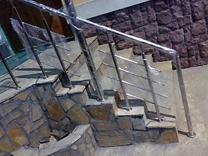Лестницы и ограждения из нержавеющей стали.