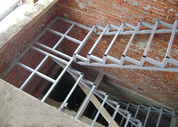 Лестницы из черного металла