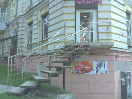 Лестницы из итальянской нержавеющей стали