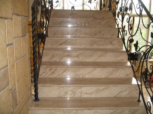 Лестницы из мрамора.
