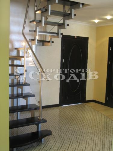 Лестницы на каркасе из толстостенной трубы с зачисткой, шпаклеванием, грунтованием и покраской практически в любой цвет