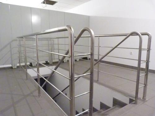 Лестницы, ограждения, решетки и др. изделия из нержавеющей стали от производителя