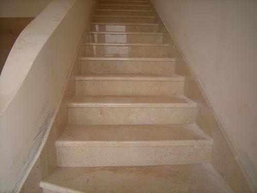 Лестницы, ступени из натурального камня - мрамора. Изготовление, монтаж.