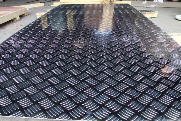 Лист алюмінієвий рифленый 4,0 мм мм АД0Н2 , 1050 Н24 1500х3000мм . Виробництво Турция