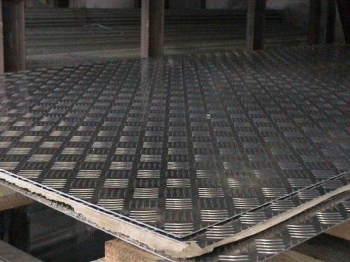 Лист стальной рифленый ГОСТ-8568-77,380-06 сталь 0,8КП, толщины 4 и 5 мм 1250х6000