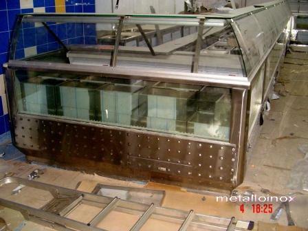Любая мебель из нержавеющей стали. Возможны комбинации со стеклом.