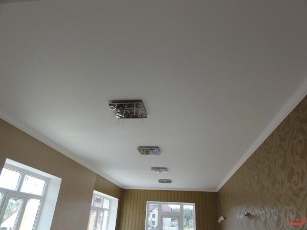 Матовый натяжной потолок.