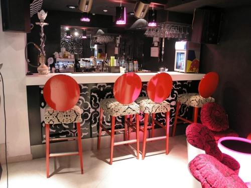 Мебель для баров, кафе, ресторанов. Барные стойки. Дизайн-проект, производство, доставка, монтаж, гарантия.