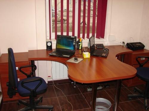 Мебель для офиса под заказ из любого дерева, столы, стулья, шкафы, полки, стеллажи, разное.