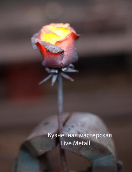 металлическая роза в подарок
